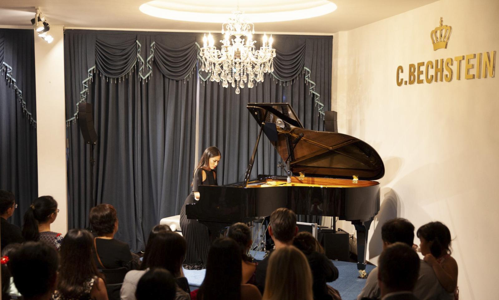 nghệ sĩ đàn piano vân anh