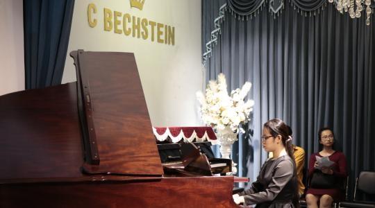 NGƯỜI MẸ NUÔI CON GÁI MÙ THÀNH NGHỆ SĨ PIANO