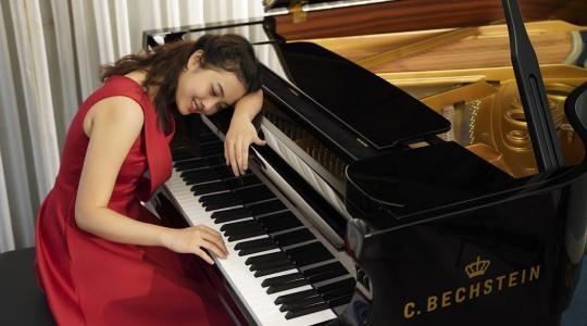 TÀI NĂNG PIANO PHI THƯỜNG CỦA CÔ BÉ 14 TUỔI NGUYỄN LAN ANH
