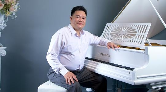 GIẢNG VIÊN PIANO, NHẠC SĨ, DOANH NHÂN LÊ MINH HIỀN (Mr. Hi ENPiano)
